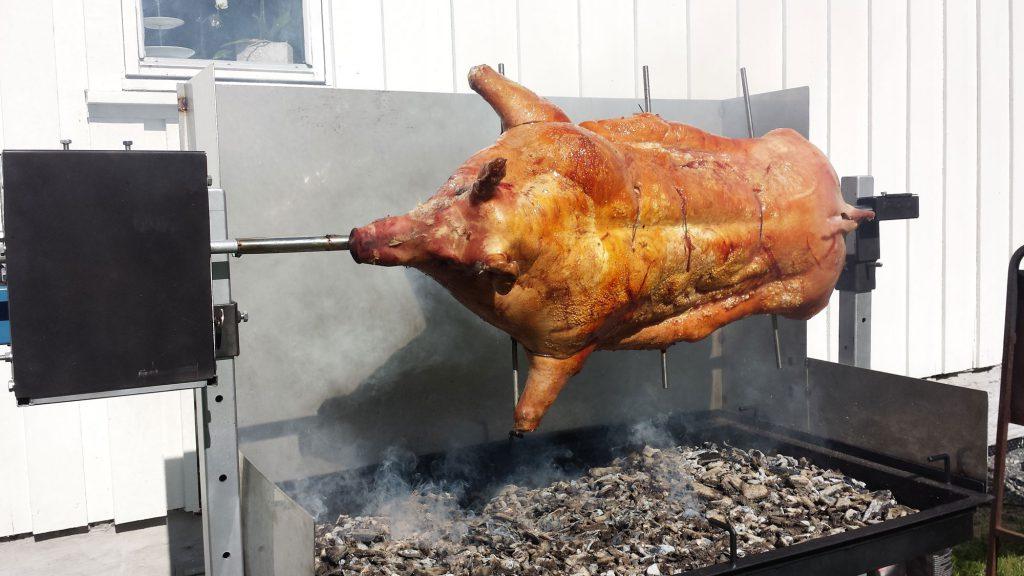 helgrilling av gris